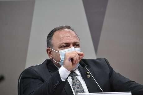 Pazuello esteve em um ato político ao lado de Jair Bolsonaro, sem máscara e causando aglomeração, o que causou críticas entre os integrantes da CPI