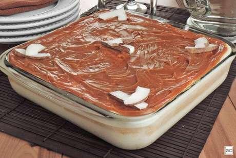 Guia da Cozinha - Pavê crocante de doce de leite com coco fácil