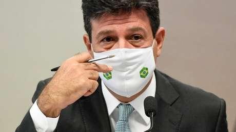 """Mandetta em depoimento à CPI; em livro, ex-ministro escreveu que """"ele (Bolsonaro) queria no seu entorno pessoas que dissessem aquilo que ele queria escutar. (...) Nunca na cabeça dele houve a preocupação de propor a cloroquina como um caminho de saúde. A preocupação dele era sempre 'vamos dar esse remédio porque com essa caixinha de cloroquina na mão os trabalhadores voltarão à ativa, voltarão a produzir'"""""""