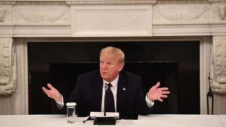 'Estou tomando agora mesmo, comecei há algumas semanas', disse Trump sobre a hidroxicloroquina em maio de 2020