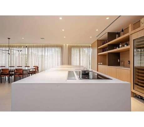 Projeto Arthur Casas, Quartzstone Royale Blanc NPK |
