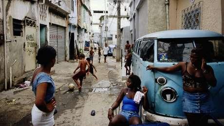 Nos anos 1990, a favela do Jacarezinho sofreu as consequências do desemprego e da falta de políticas sociais