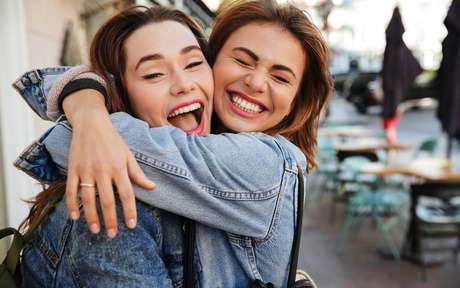 O abraço libera no organismo o hormônio do amor e do bem-estar - Shutterstock