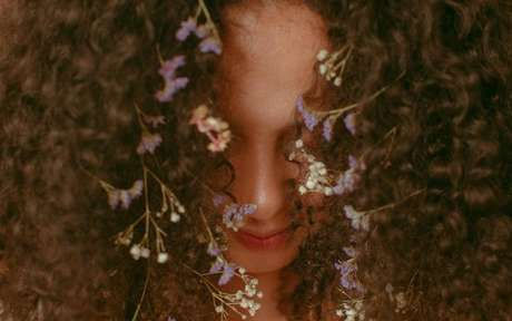 Tenha o cabelo dos sonhos com auxílio das simpatias -