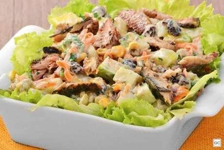 Guia da Cozinha - Salpicão de sardinha: opção prática e saborosa para os fãs da receita