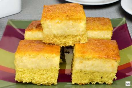 Guia da Cozinha - Receita de bolo de fubá com mandioca