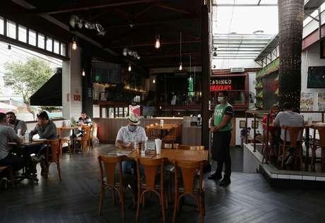 Bar em São Paulo 06/07/2020 REUTERS/Amanda Perobelli