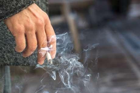 O cigarro pode causar um AVC e comprometer as vias aéreas