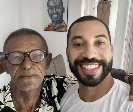 Gilberto Nogueira, ex-BBB 21, reencontra o pai