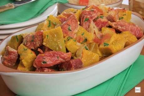 Guia da Cozinha - Assado de carne-seca e abóbora para o almoço