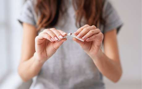 Cigarro: 5 alimentos que ajudam a largar o vício e parar de fumar