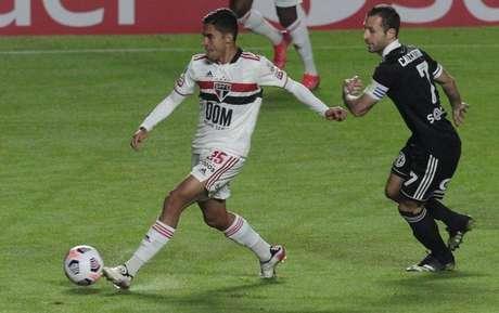 Nestor tem chance de ser titular com a convocação de Liziero (Foto: Rubens Chiri/saopaulofc.net)
