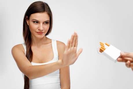 Quando a decisão de parar de fumar é tomada o ideal é não ingerir café e álcool