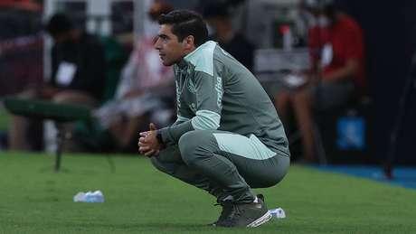 Abel Ferreira acompanha a partida do Palmeiras