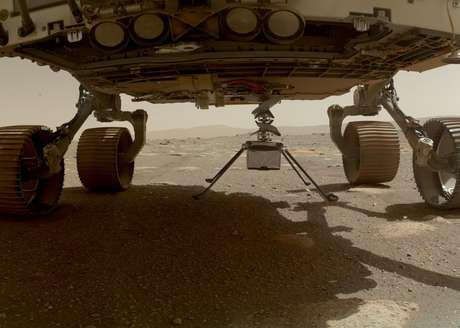 Dias antes, o Ingenuity havia sido lançado da parte de baixo do veículo espacial