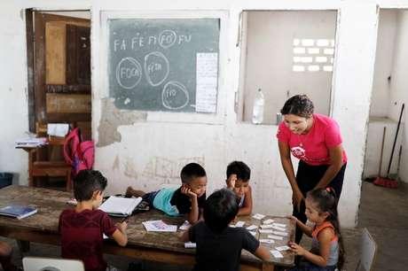 Professora dá aula para crianças na Escola São José no município de Belágua, Maranhão 10/10/2018 REUTERS/Nacho Doce