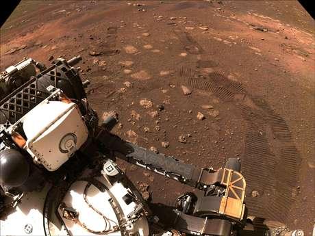 Dois meses antes, o Perseverance fez sua primeira investida desde que pousou na cratera de Jezero. O rover de uma tonelada está carregando uma carga útil de instrumentos para reunir informações sobre a geologia, a atmosfera e as condições ambientais de Marte.