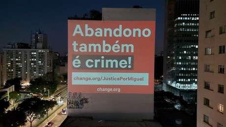 Projeções em São Paulo e Recife foram realizadas na véspera do aniversário da morte de Miguel