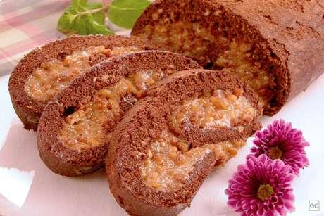 Guia da Cozinha - Rocambole de amendoim para um café da tarde delicioso