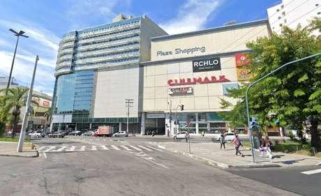 Mulher de 22 anos morre após ser esfaqueada por homem em shopping de Niterói