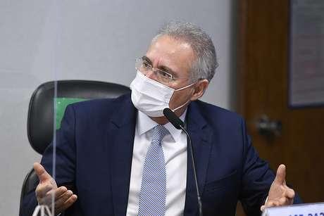 O relator Renan Calheiros em sessão da CPI nesta quarta-feira