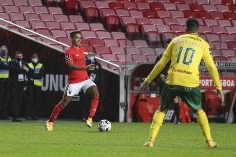 Benfica não quer ter prejuízo com Pedrinho (Foto: Divulgação / Site oficial do Benfica)