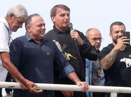 Bolsonaro, ao lado de ex-ministro e general Pazuello, em ato no Rio de Janeiro  23/5/2021 REUTERS
