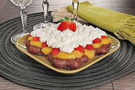 Guia da Cozinha - Sobremesa de pão de mel com morango
