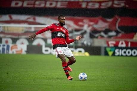 Gerson no Maracanã: condições do gramado não agradam o Flamengo (Foto: Alexandre Vidal/Flamengo)