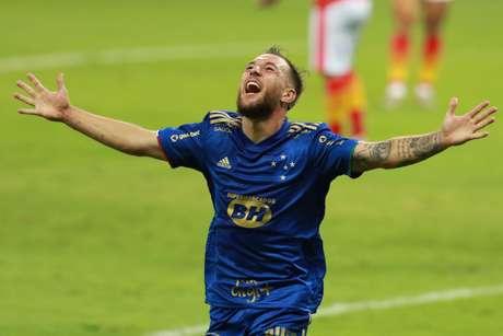 Bruno José comemora gol pelo Cruzeiro