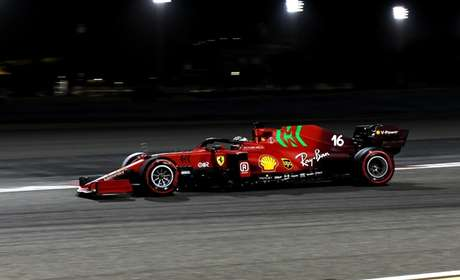 Le Ferrari sono sempre rosse, ma attirano comunque l'attenzione.