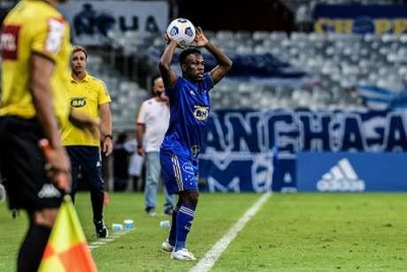 Klebinho chegou recentemente ao Cruzeiro, mas terá de ficar de fora da equipe até que se comprove que não pegou Covid-19-(Gustavo Aleixo/Cruzeiro)