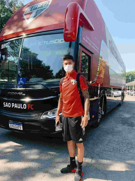 Rigoni viajou para Goiânia com o restante da delegação (Foto: Fellipe Lucena/São Paulo)