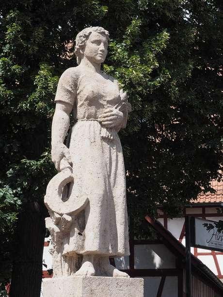 Kepler é tão idolatrado na Europa que até sua mãe - a dele- ganhou estátuas.