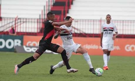 Na última partida, o Atlético-GO venceu o São Paulo em Goiânia, por 2 a 1 (Foto: Rubens Chiri / saopaulofc.net)