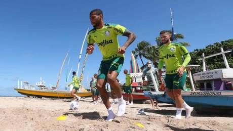 Palmeiras realizando um treino na Praia de Pajuçara (Foto: Cesar Greco/Palmeiras)