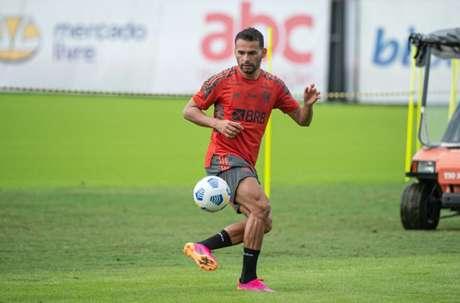 Thiago Maia durante a atividade desta manhã (Foto: Alexandre Vidal / Flamengo)