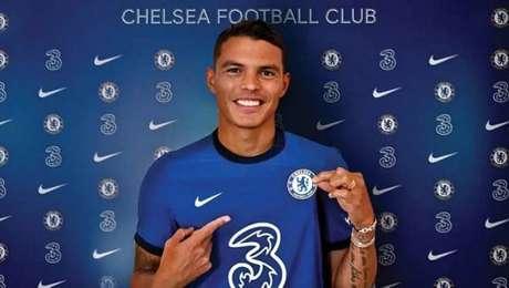Thiago Silva acerta permanência no Chelsea