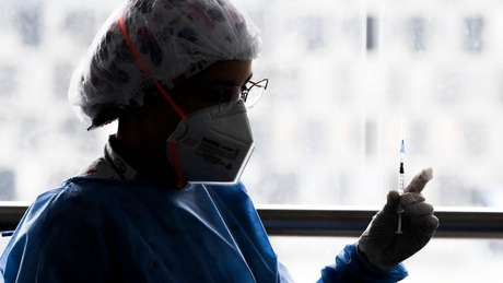 Velocidade da campanha de vacinação é importante, diz epidemiologista