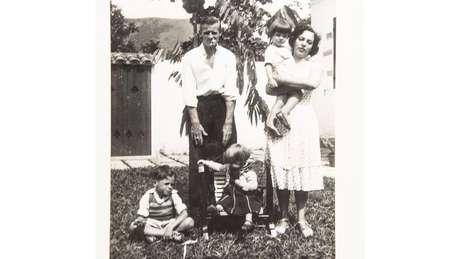 Mineira de Curvelo, Zuleika de Souza Netto se casou com Norman Angel Jones, em 1943. O casal teve três filhos: Stuart, que nasceu em 1947; Hildegard, de 1949; e Ana Cristina, de 1952