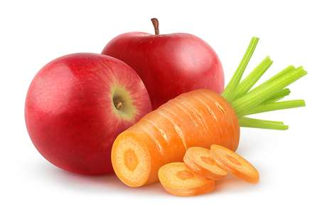 A maçã e cenoura evitam o acúmulo de bactérias que podem causar mau hálito