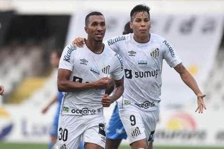 Lucas Braga (à esquerda) não jogou contra o Ceará, e foi ultrapassado por Kaio Jorge (FOTO: Ivan Storti/Santos FC)
