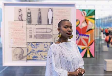 A curadora adjunta de moda do Masp, Hanayrá Negreiros