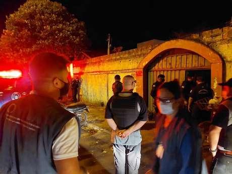 A proprietária do salão em que era realizada a festa clandestina foi multada em R$ 215 mil, em Artur Nogueira, interior de São Paulo