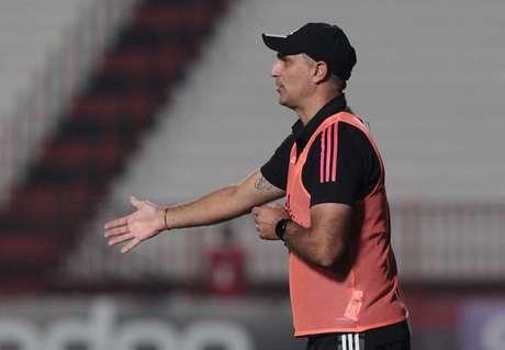 Branda substituiu Crespo, que foi afastado por apresentar sintomas de gripe (Foto: Rubens Chiri/ saopaulofc.net)