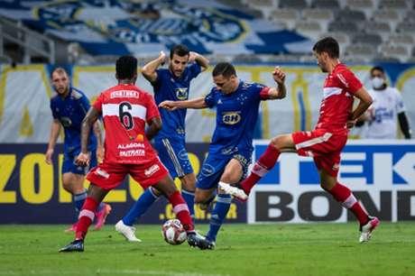 O Cruzeiro não conseguiu evitar nova derrotar para o CRB em casa e já liga o alerta na Série B-(Bruno Haddad/Cruzeiro)