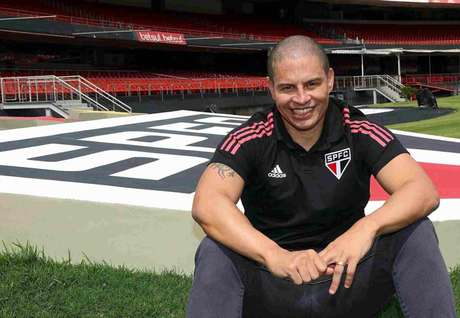 Alex falou sobre seu começo de trabalho à 'SPFCTV' (Foto: Divulgação/São Paulo)