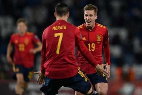 Estrelas da Espanha, Morata e Dani Olmo estão em isolamento (Foto: KIRILL KUDRYAVTSEV / AFP)