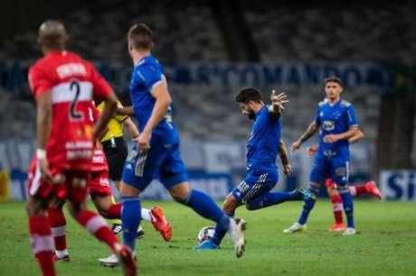 Rafael Sobis reclamou de ter sido retirado do jogo, afirmando que estava bem em campo-(Bruno Haddad/Cruzeiro)