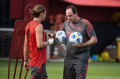 Rogério Ceni e Filipe Luís conversam durante treino do Fla (Foto: Alexandre Vidal/Flamengo)